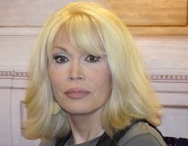 images-stories-foto02-wp-amanda-lear3